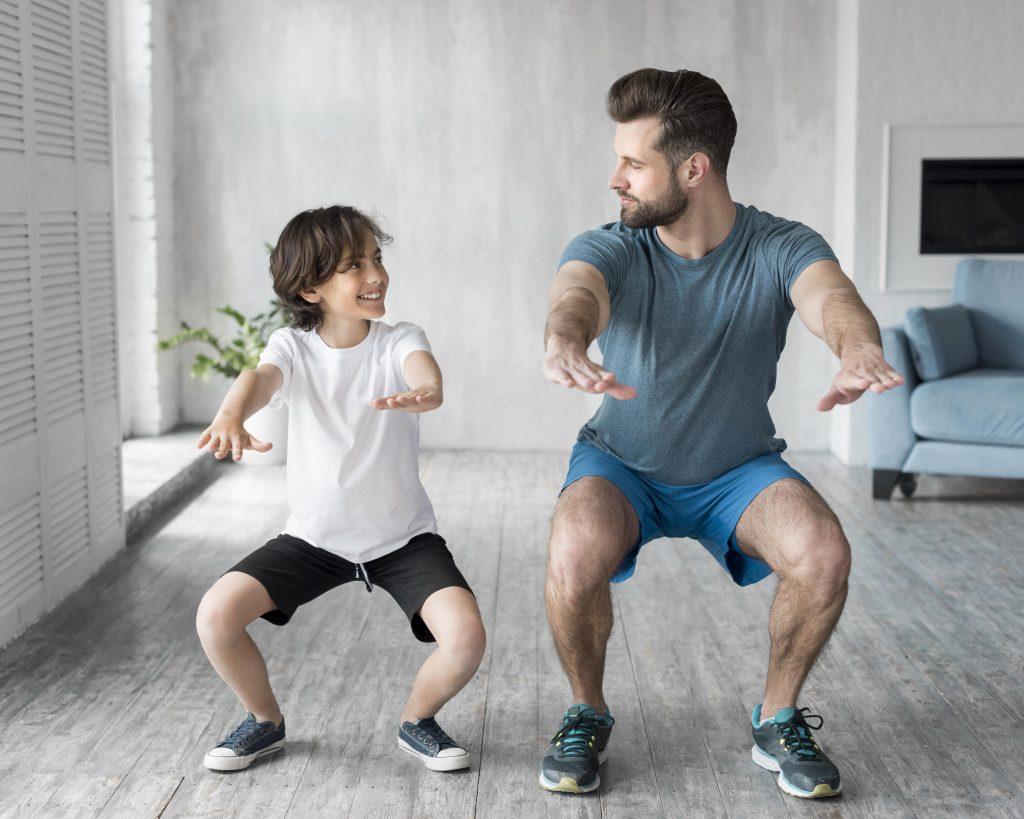 Aktivitas Liburan - Olahraga di rumah bersama keluarga